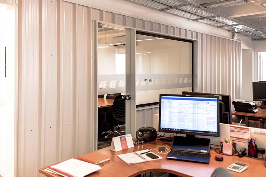 vista de escritorio oficina